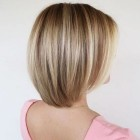 Kapsels donkerblond met highlights